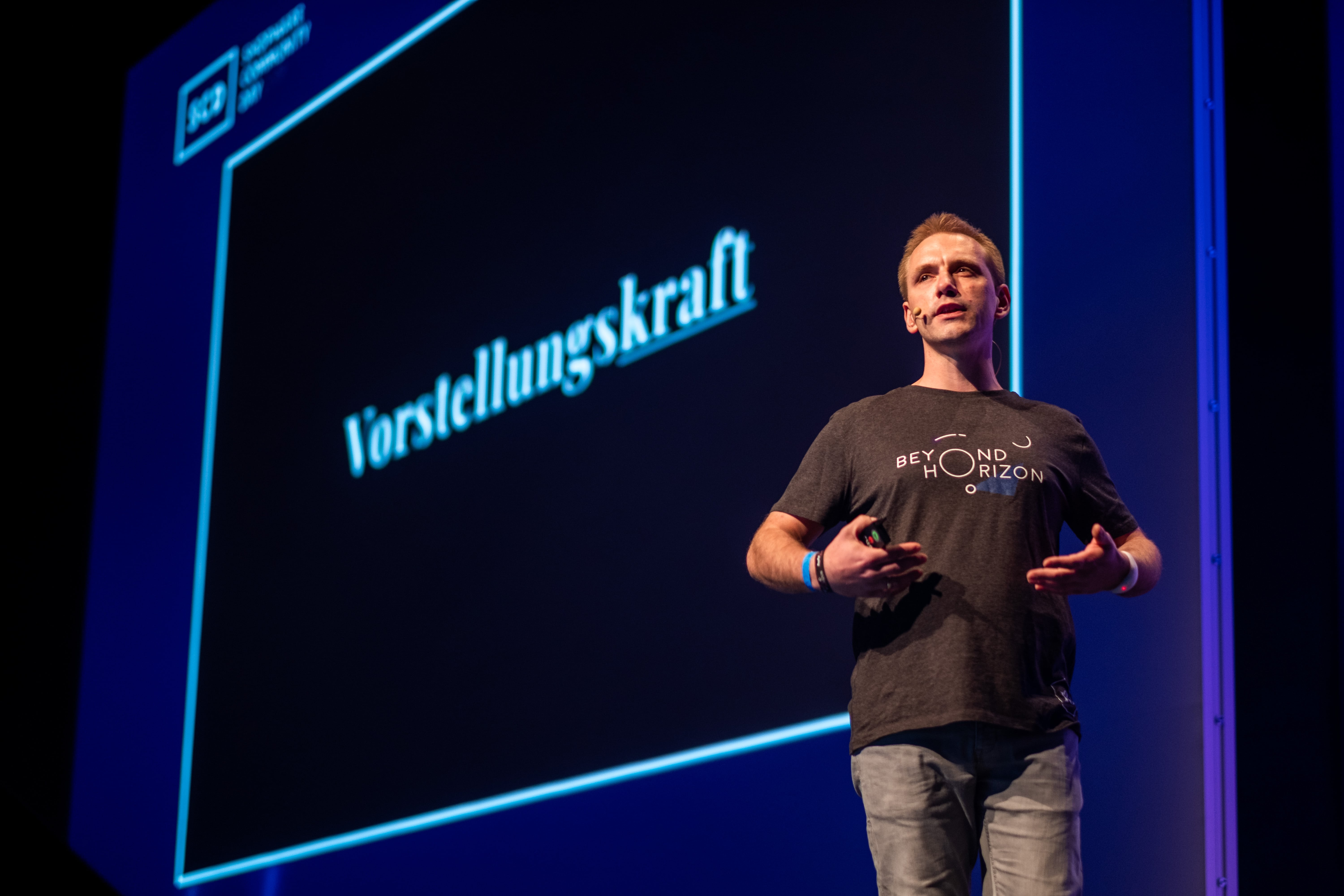 In-his-keynote-speech-Stefan-Hamann-presents-the-latest-news-and-visionary-ideas-emerging-from-the-Shopware-ecosystem